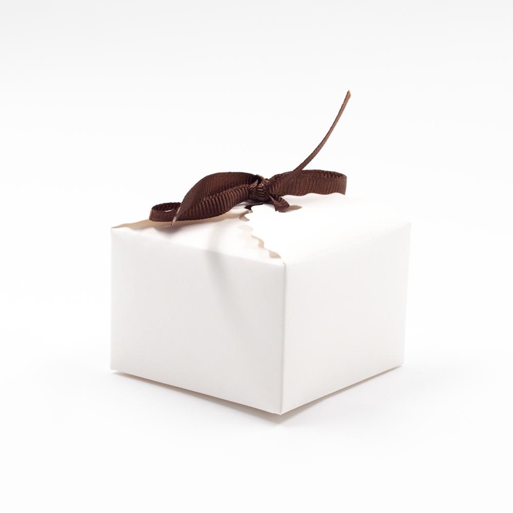 صندوق الهدية الأبيض